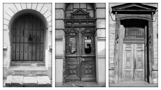 For some strange reason I feel compelled to take photographs of old doors when I travel, but rarely do anything with them so here are a few doors that took my fancy in a Riga.