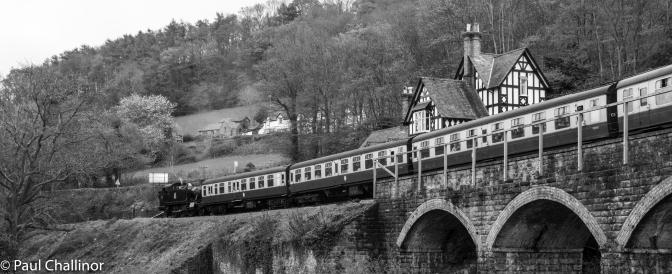 The steam train at the Chain Bridge Station, near the Horseshoe Falls